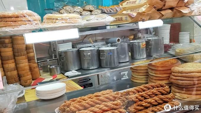 新疆饭庄的零食窗口