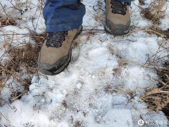 图途绿巨人登山鞋轻量有型 防滑耐磨如履平地