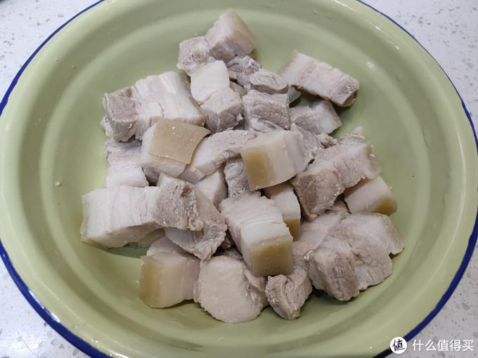 红烧肉放盐的顺序,不少人搞错了,肉发柴炖不烂