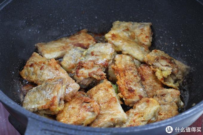 家常焖带鱼做法,肉质鲜嫩一点腥味也没有,孩子连续盛了三回米饭
