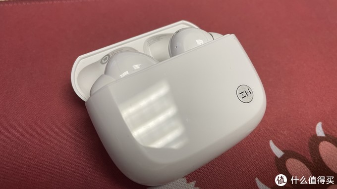 AirPods Pro相似的设计,电池仓盖内有相关参数
