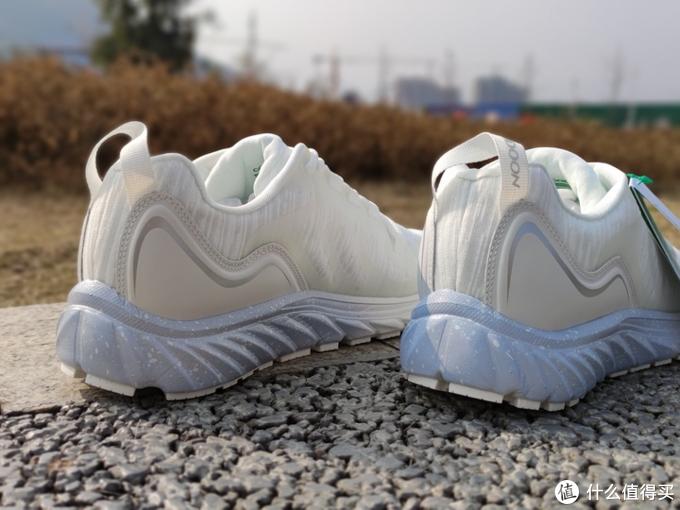 平价跑鞋推荐一:咕咚跑鞋10k PRO通勤有颜值跑步有配速