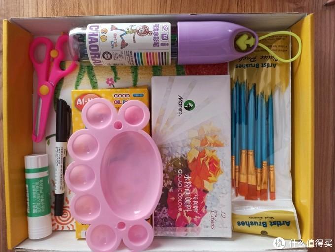 满满的一大盒,少了小铅笔转笔刀啥的,因为只要一开箱吧,娃就激动的冲过来,能留住这些已经不错了