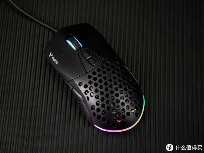 """轻量化设计 RGB炫彩灯效 雷柏V360""""洞洞""""电竞游戏鼠标评测"""