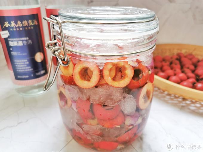 在家制作山楂玫瑰果酒,方法简单,清甜绵柔不上头,开胃消食