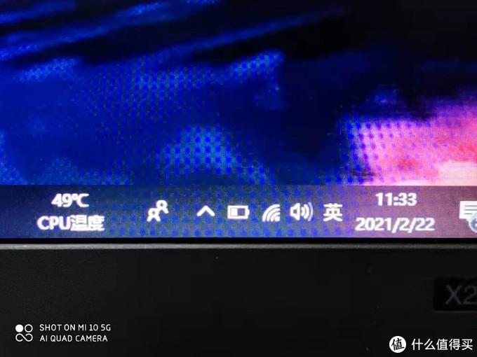 换屏前用小米10微距拍摄,颗粒感明显,屏幕泛白,深色不准