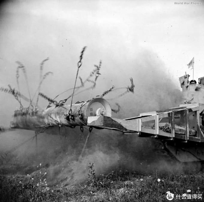 """玛蒂尔达""""蝎""""式(Matilda Scorpion),装备了扫雷犁的玛蒂尔达2型,主要装备于1942-1943年的北非战场,战场改装约30辆。"""