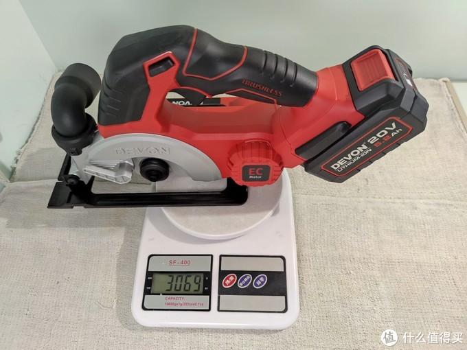 配上5.2安时的大有锂电,锯片87克,总重约3156克