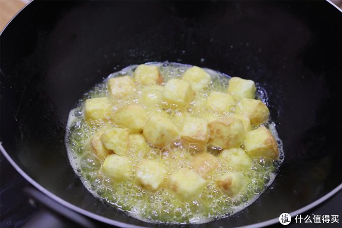 """饭店""""偷师""""的鸡蛋豆腐,4个鸡蛋做一盘,比吃真的豆腐香多了"""