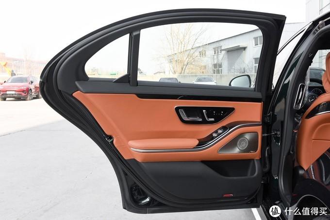 21款奔驰S400L商务型改装运动包围、柏林之声音响