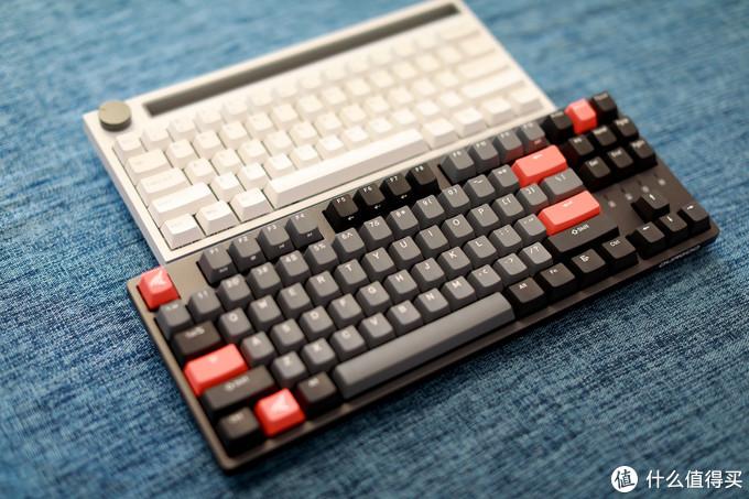 偶尔量产键盘会配几个彩色增补键帽