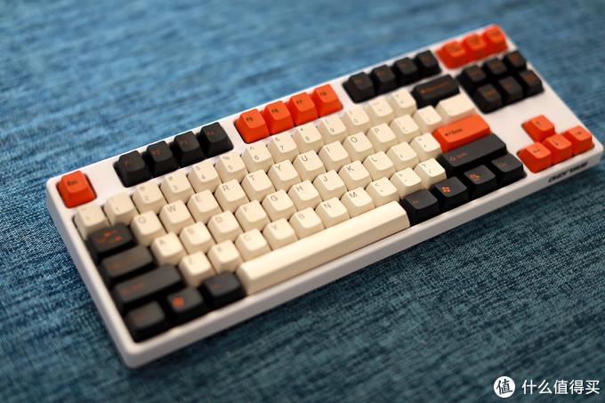 白色高斯GS87D搭配太豪大碳配色键帽