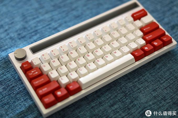 白色黑爵K620T搭配太豪红白配色键帽