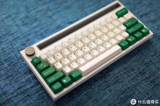 白色黑爵K620T搭配太豪绿白配色键帽
