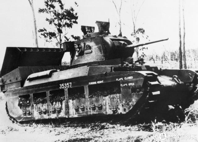 """玛蒂尔达""""刺猬""""(Matilda Hedgehog),同样是澳大利亚改装的近距离支援型坦克,在玛蒂尔达2型后部增加了一排火箭弹发射器。"""
