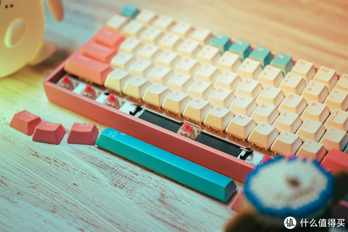 情人节的骚操作:给老婆大人送机械键盘合适吗?粉粉的iQunix F96白桃奶昔告诉你挺好