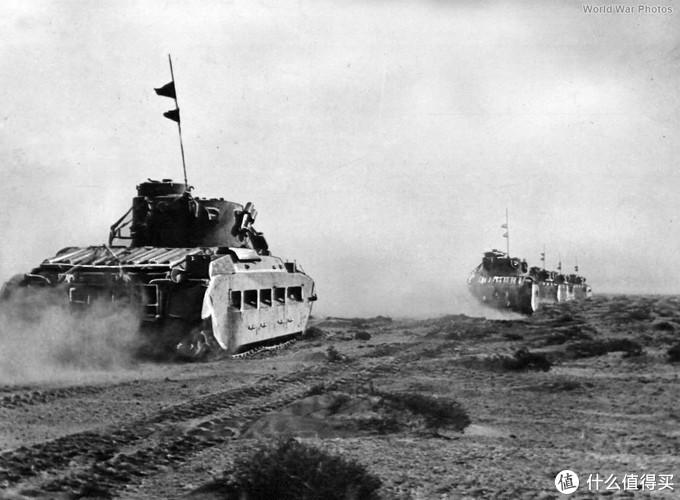 沙漠中的玛蒂尔达2型编队