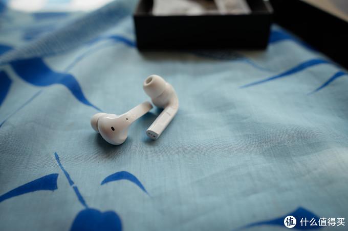 耳机外侧线条不够圆润,略有一些硌手