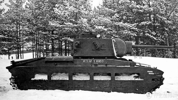 针对玛蒂尔达2型火力贫弱的问题,苏军也做过一些改造。这台车就换装了一门KV-1同款的Zis-5型76.2mm坦克炮。1941年12月,莫斯科前线。