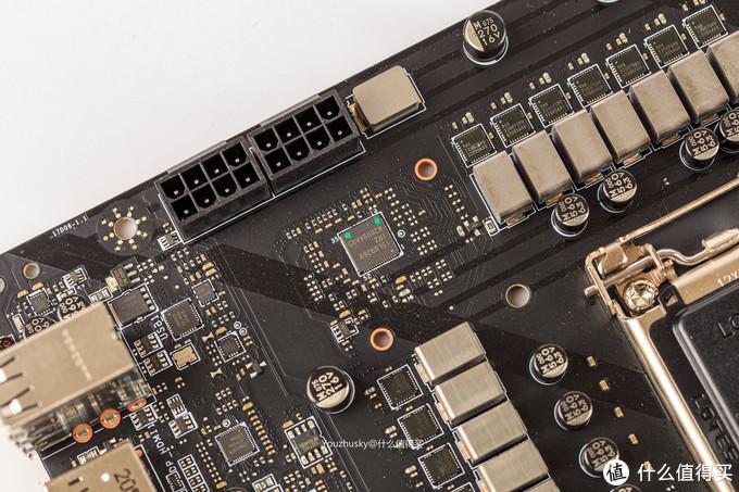 PWM供电芯片为瑞萨的ISL69269,该芯片支持12相供电,在Z590GAMING CARBON WIFI上为 16相Vcore、1相VGT、1相VSA