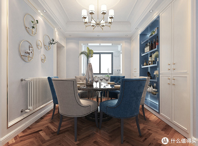 她家的美式轻奢风新房,入户便温馨满满,大面积护墙板造型有档次