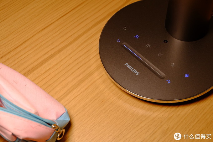 书桌上的颜值及实力担当:飞利浦轩坦护眼台灯使用小记