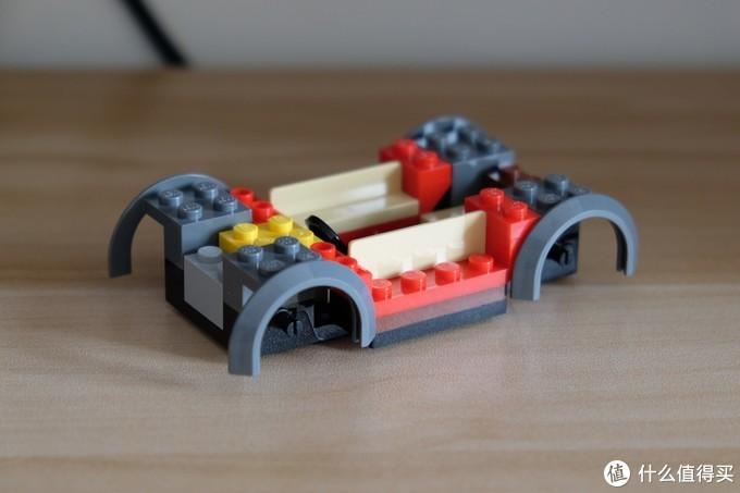 挡泥板零件不同,也导致了轮子的不同。
