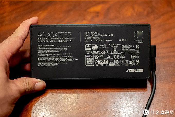 20V、12A(240W)规格的大号电源,毕竟光RTX3060的显卡就130W了
