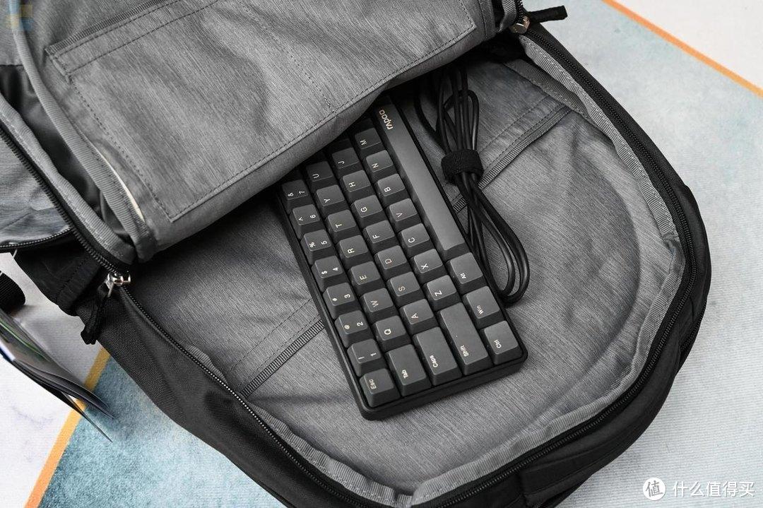 灵活耐用的出行利器,轻松装下日常所需,多特GIGA通勤背包体验