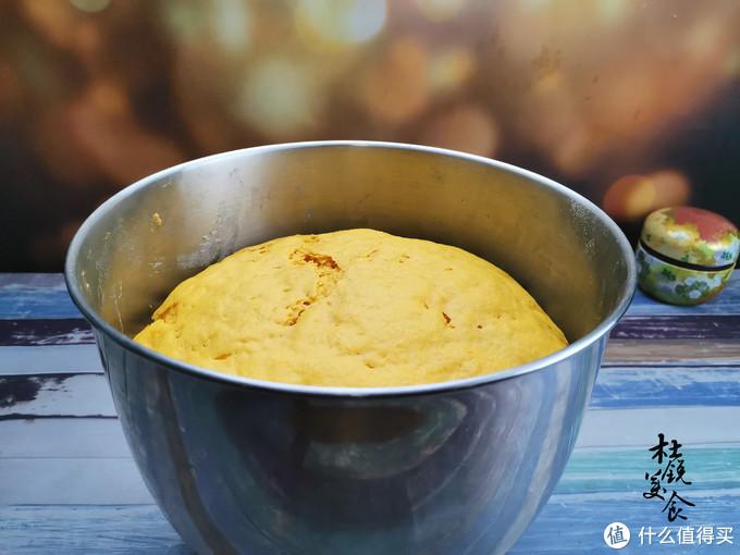 家有老人,蒸馒头别再用水和面,南瓜搭配燕麦,一家人爱吃