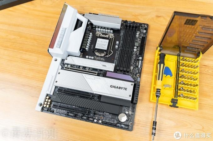 独到设计,轻松满足生产力需求、技嘉雪鹰Z590 VISION G主板 拆解评测