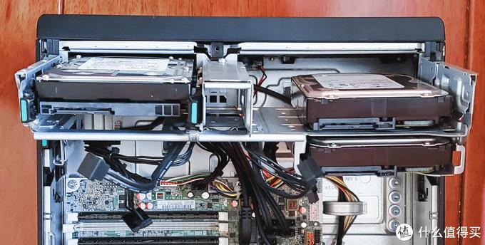 右边两个硬盘均为透明胶固定