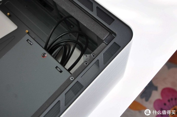 """""""拉抽屉""""装冷排,全铝一体成型4R角优雅,乔思伯UMX6机箱体验"""