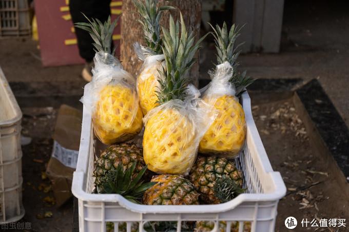 菠萝直接吃还是用盐水泡?都不对,学会这吃法,香甜更健康