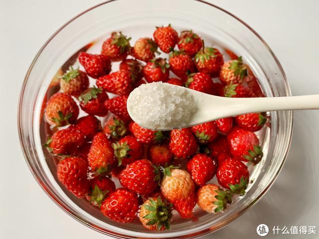 草莓这个吃法火了,头一次吃就会爱上,越吃越过瘾!