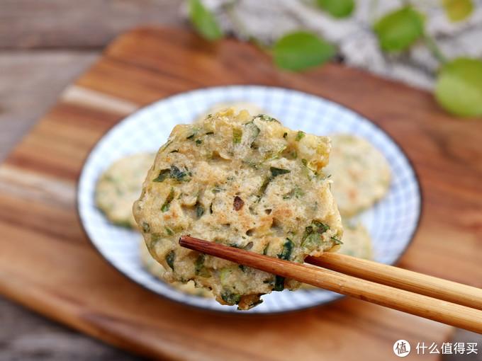 芹菜,很多人只吃茎杆,其实叶子才是宝贝,做成早餐饼,减脂效果很明显