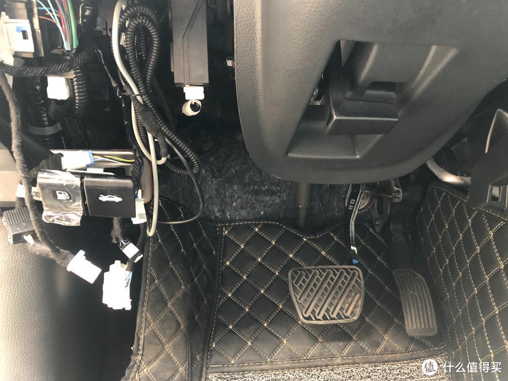 整理好驾驶舱的线束
