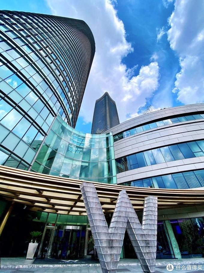 风和日丽天清气朗魔都外滩 最美天际线大名鼎鼎上海W酒店值得打卡