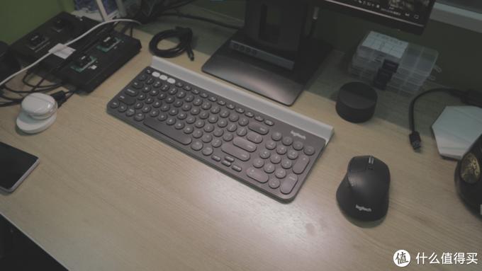 两个设备都是灰色+白色的,这个搭配还挺适合