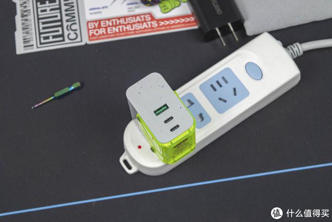 CYBERCHARGE 氮化镓充电头开箱