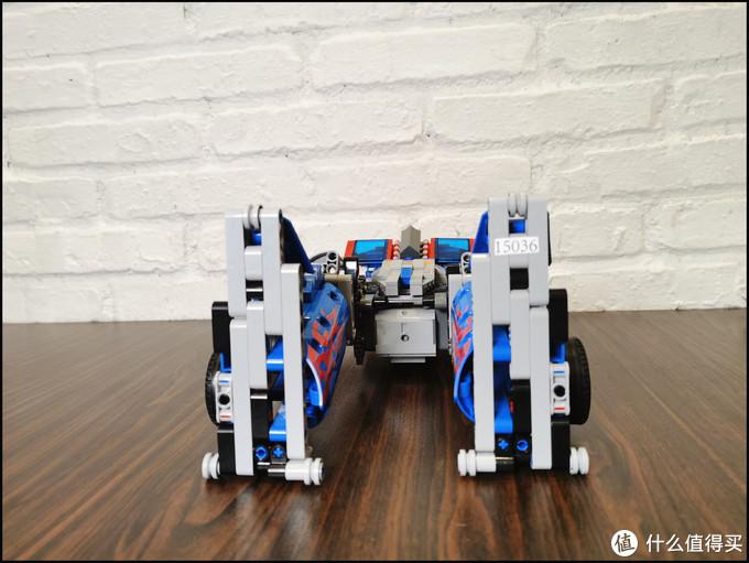 向你走来的积木机器人宇星模王擎天柱
