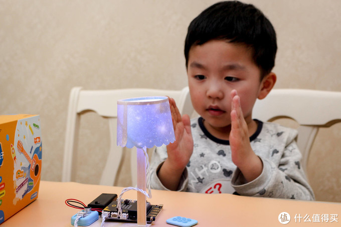 孩子学编程不用下血本,有了造物粒子在家就能开发智力