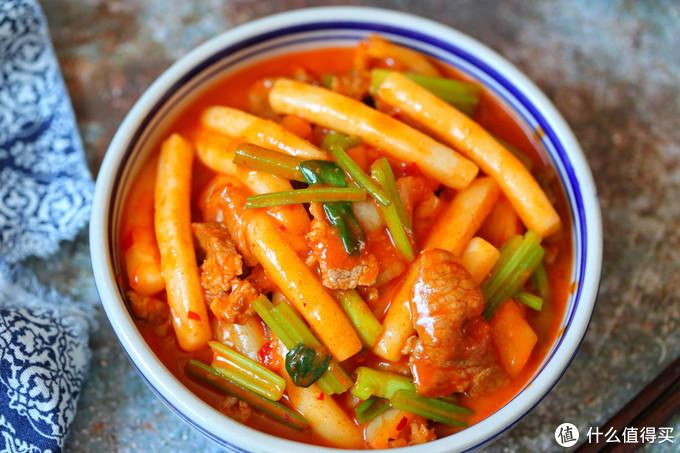 辣白菜与年糕天生一对,颜色诱人,香辣美味,煲剧必备小零食