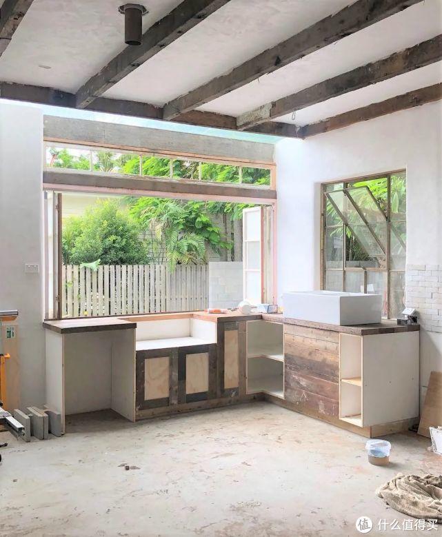 自建3层别墅,却坚持只用回收材料?网友:她怎么做到的?