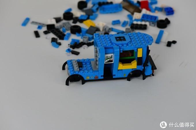 小时候玩过的小霸王的游戏 积木车上也可以看得见了 悦创积木摆摊神车