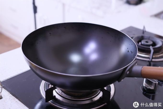 """新铁锅,别直接炒菜,先学会""""开锅养锅"""",锅不沾寿命长,实用"""