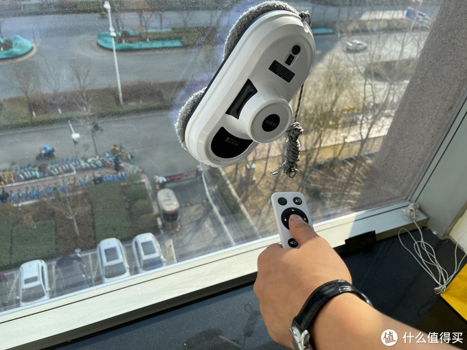 擦窗机器人初体验——玻妞的擦窗效果如何?(附点评彩蛋)