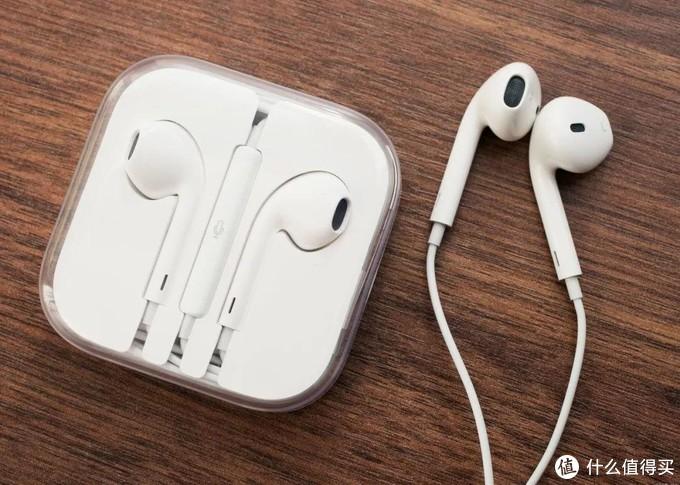 经典的苹果earpods半入耳式耳塞