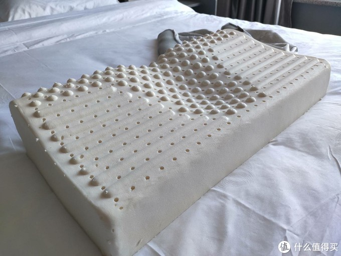 8H新一代蝶形肩颈养护天然乳胶枕Ace