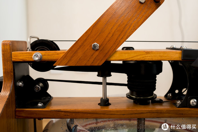 进口白蜡木,是一种强度很高的木材,经常用于划船机和各式家具。